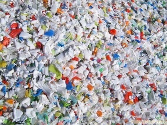 废塑料瓶子